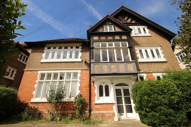 3 Bedrooms Flat for sale in Grimston Avenue, Folkestone, CT20