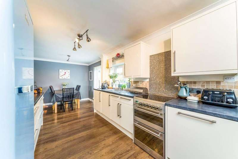 4 Bedrooms Terraced House for sale in Austen Paths, Chells, Stevenage