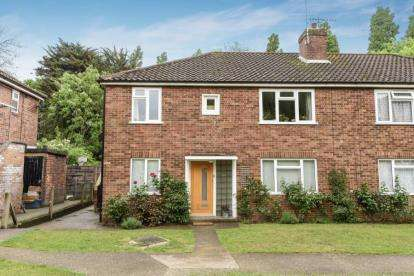 2 Bedrooms Maisonette Flat for sale in Coniston Close, Whetstone