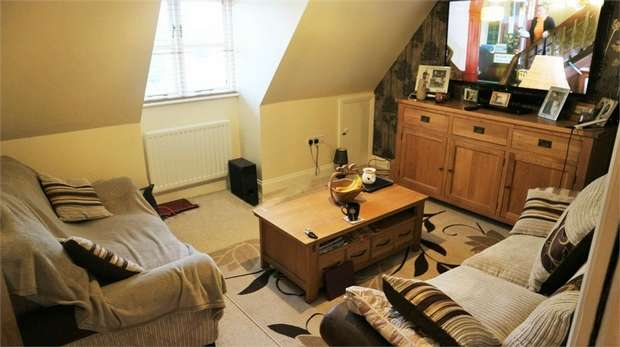 2 Bedrooms Flat for sale in Angel Link, Halesworth, Suffolk