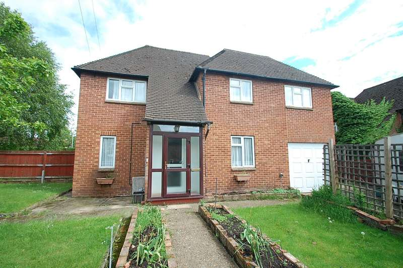 3 Bedrooms Semi Detached House for sale in Hillside Close, Chalfont St Peter, SL9