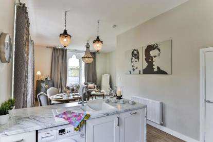 3 Bedrooms Flat for sale in The Gables, Albert Road, Colne, Lancashire, BB8