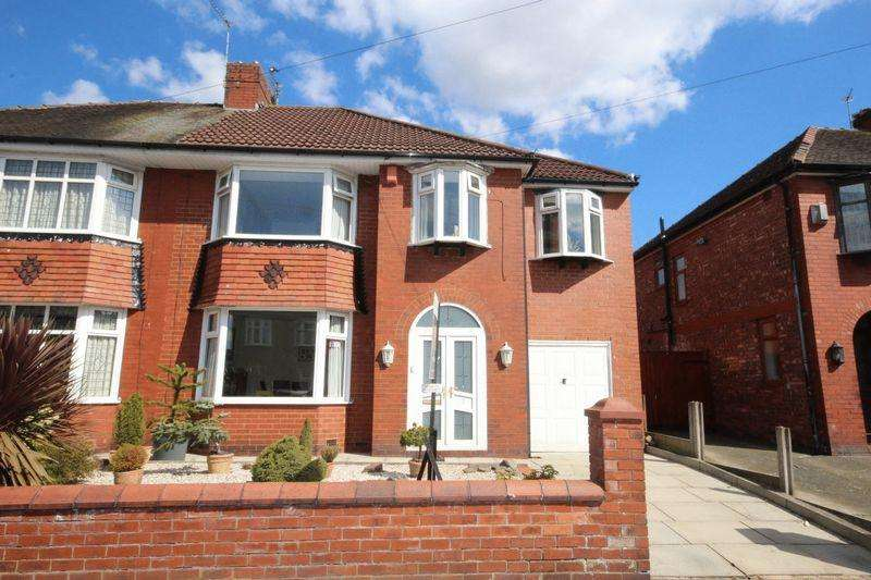5 Bedrooms Semi Detached House for sale in Elleray Road, Alkrington, Middleton M24 1NY