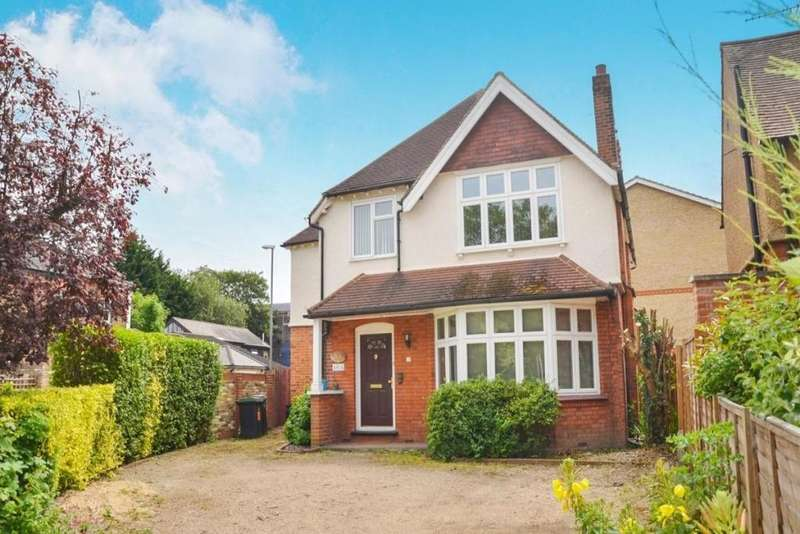 4 Bedrooms Detached House for sale in Surbiton, Surrey
