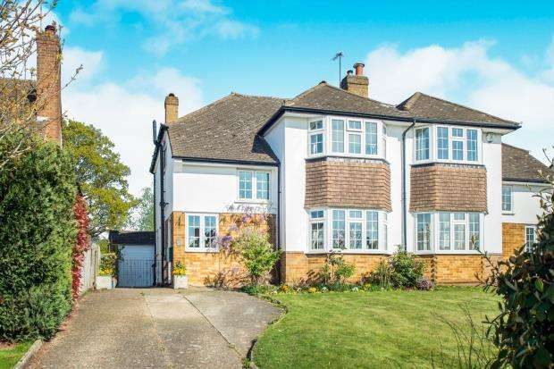3 Bedrooms Semi Detached House for sale in Hinchley Wood, Surrey, .