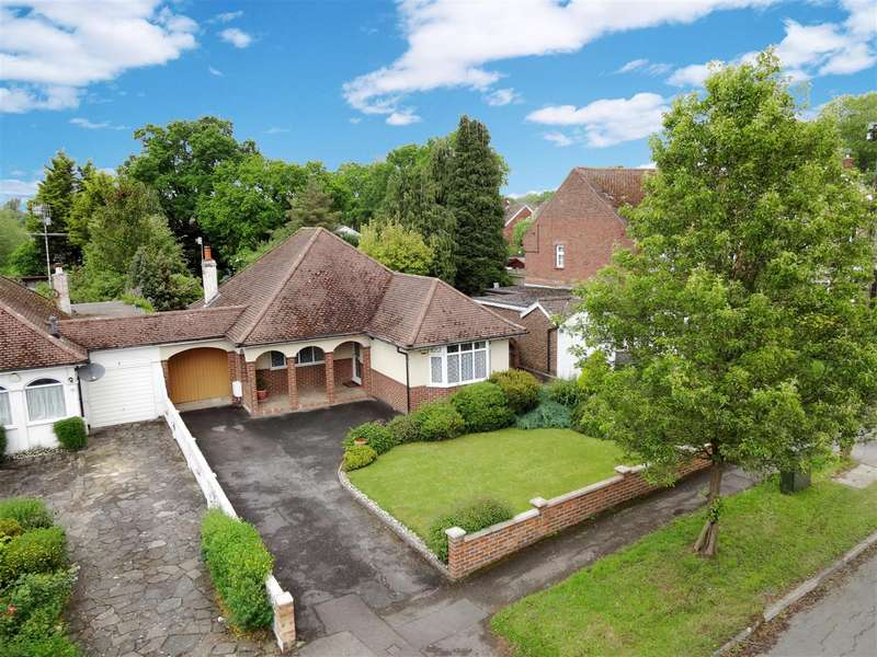 2 Bedrooms Detached Bungalow for sale in Westmead Drive, Salfords