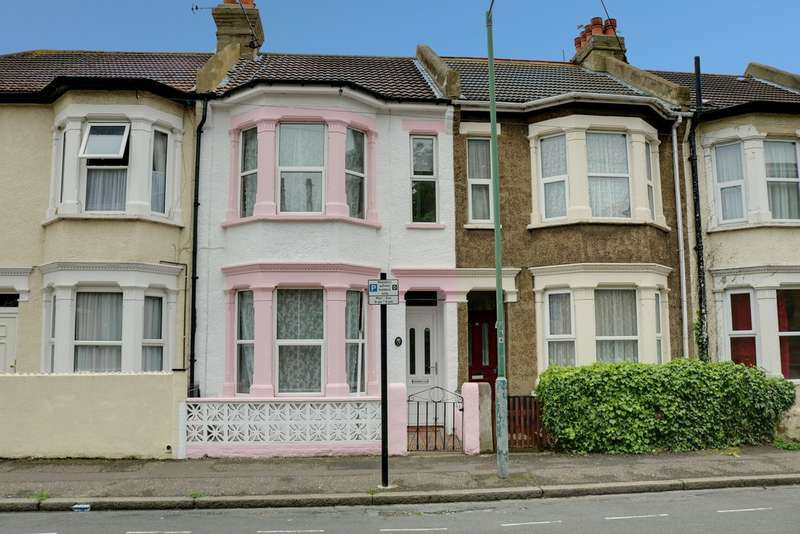 3 Bedrooms Terraced House for sale in Beresford Road Southend