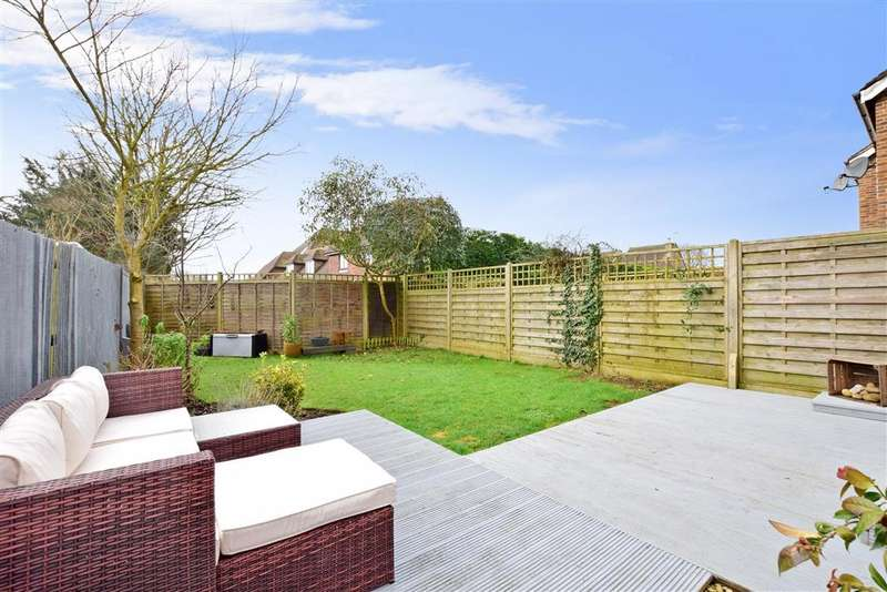 3 Bedrooms Semi Detached House for sale in Priors Acre, Boxgrove, Chichester, West Sussex