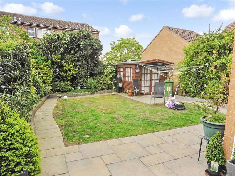 4 Bedrooms Link Detached House for sale in Guardian Close, Hornchurch, Essex