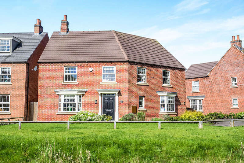 4 Bedrooms Detached House for sale in Paris Close, Hinckley, LE10