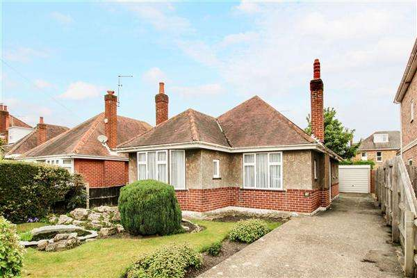 3 Bedrooms Bungalow for sale in Parkstone Heights, Poole