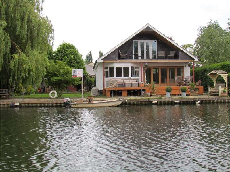 4 Bedrooms Detached House for sale in Pharaohs Island, Shepperton, TW17
