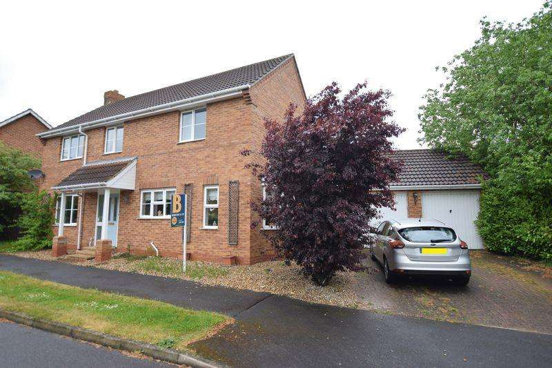 4 Bedrooms Detached House for sale in Hotchkin Avenue, Saxilby, Lincoln