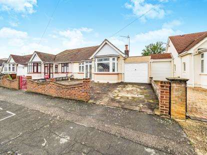 2 Bedrooms Bungalow for sale in Romford, London, United Kingdom