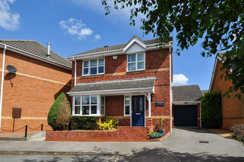 3 Bedrooms Detached House for sale in Findon Close, Brockhill, Redditch