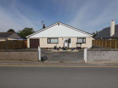 3 Bedrooms Bungalow for sale in Station Road, Talacre, Holywell, Flintshire, CH8
