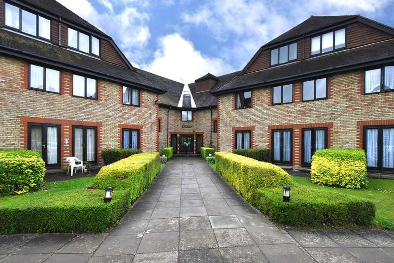 1 Bedroom Apartment Flat for sale in Deer Park Way, West Wickham, BR4