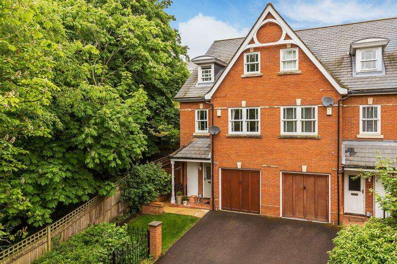 4 Bedrooms Terraced House for sale in St Luke's Park