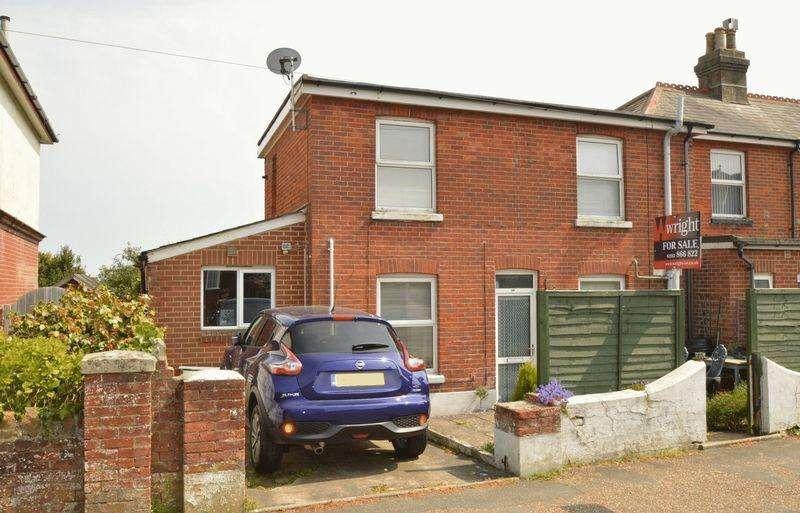 3 Bedrooms Semi Detached House for sale in SANDOWN