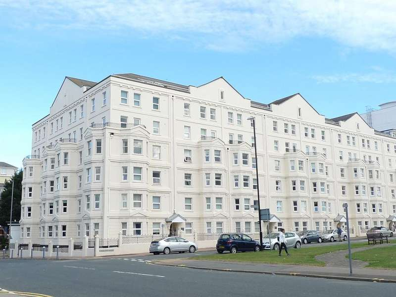 3 Bedrooms Flat for sale in Wilmington Square, Eastbourne, BN21