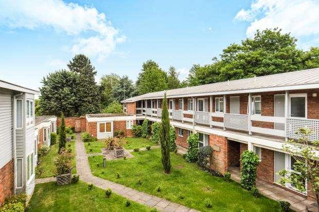 1 Bedroom Flat for sale in Cross Lanes, Guildford, Surrey