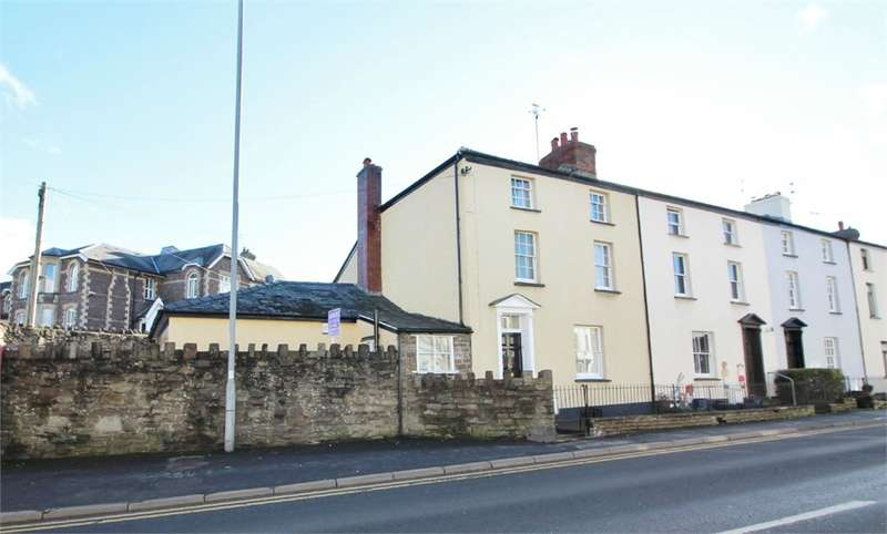 4 Bedrooms Town House for sale in Merthyr Road, Abergavenny, NP7