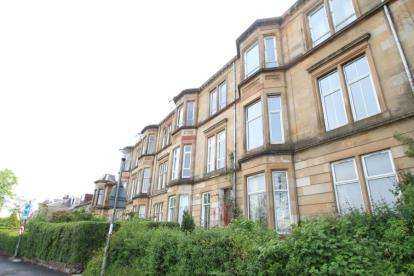 3 Bedrooms Flat for sale in Hampden Terrace, Glasgow