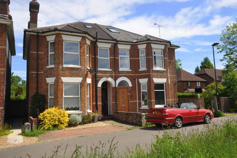 3 Bedrooms Property for sale in Bickerley Road, Ringwood, Hampshire, BH24 1EG
