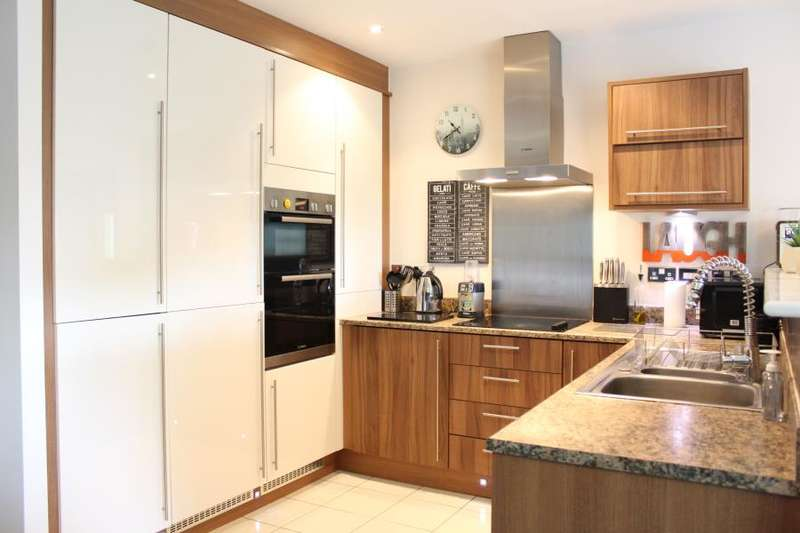 2 Bedrooms Apartment Flat for sale in Cedar Drive, Seacroft, Leeds, LS14