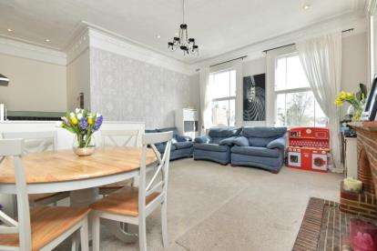 2 Bedrooms Flat for sale in Hastings Road, Bromley
