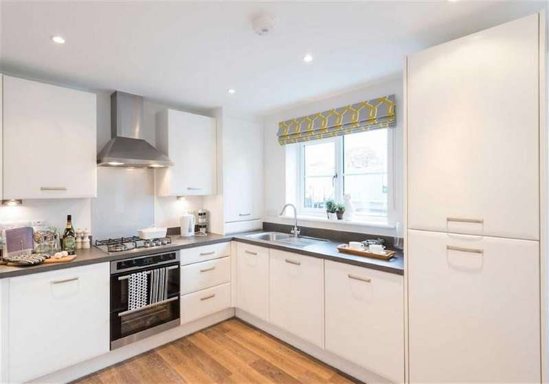 2 Bedrooms Semi Detached House for sale in Chesterton Gardens, Leamington Spa