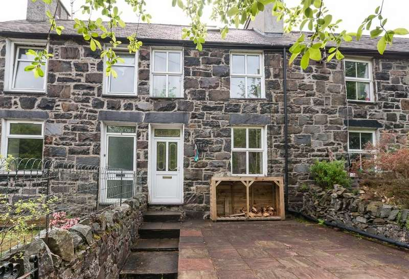 2 Bedrooms Terraced House for sale in Fron Goch, Llanberis, North Wales