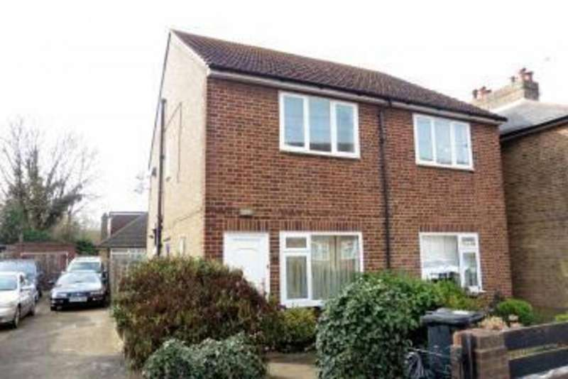 2 Bedrooms Maisonette Flat for sale in The Clumps, Ashford, TW15