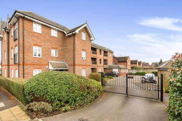 2 Bedrooms Flat for sale in Cobham, Surrey