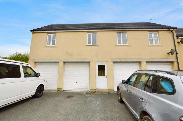 2 Bedrooms Maisonette Flat for sale in Dartmoor View, Pillmere, Saltash, Cornwall