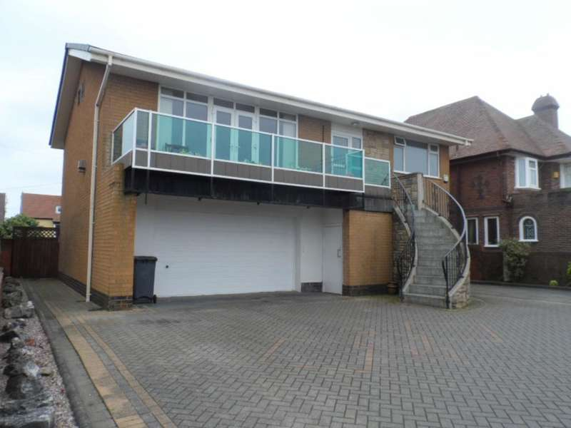 4 Bedrooms Detached House for sale in Queens Promenade, Blackpool, FY2 9HA