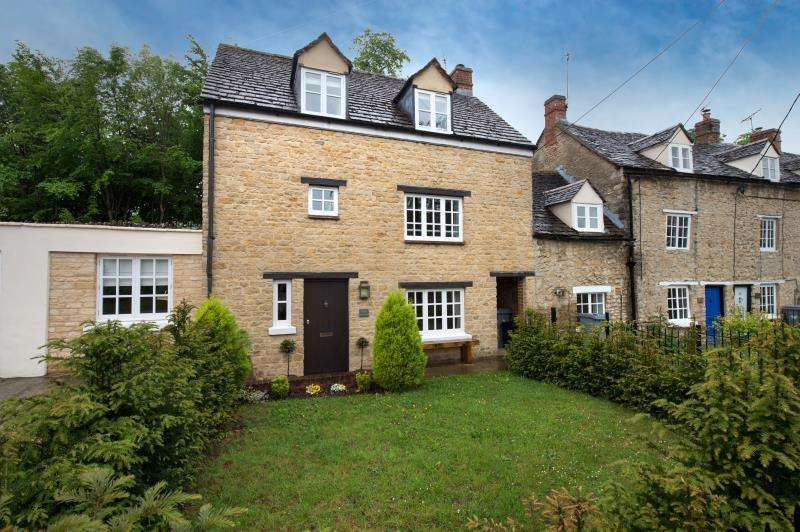 3 Bedrooms Semi Detached House for sale in Foxglove Cottage, Manor Road, Woodstock, Oxfordshire