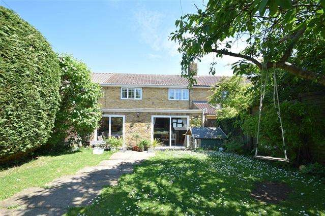 3 Bedrooms Terraced House for sale in Coniston Rd, Kings Langley