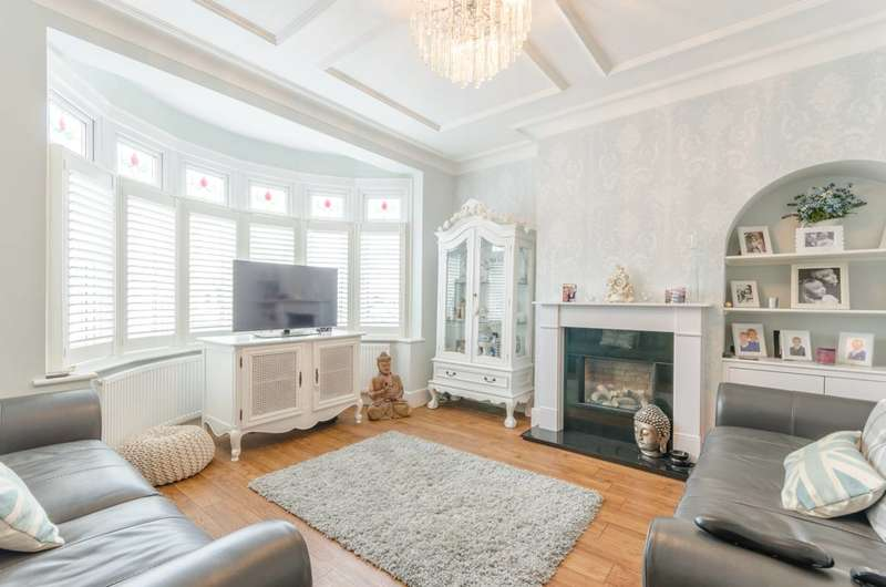 4 Bedrooms Terraced House for sale in Orchard Crescent, Enfield, EN1