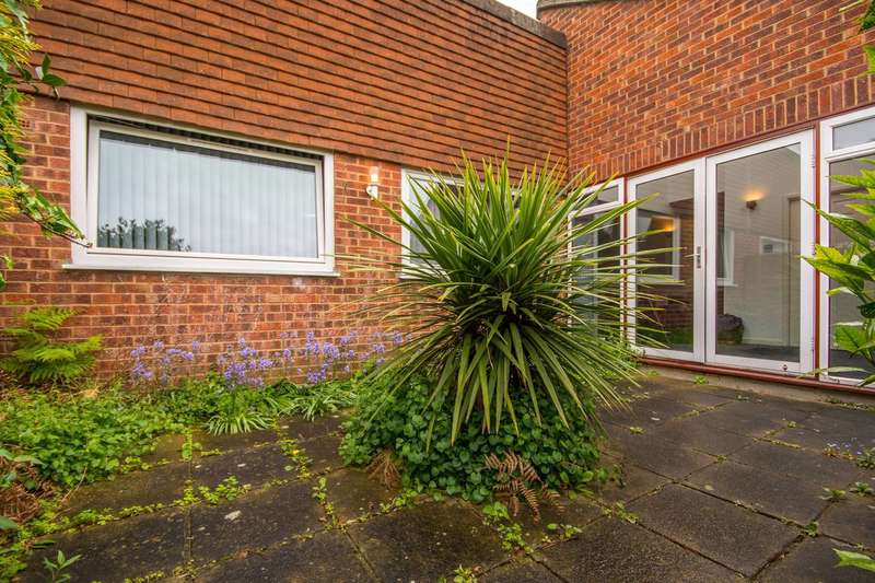 2 Bedrooms Bungalow for sale in Orchard Close, Forest Hill, SE23