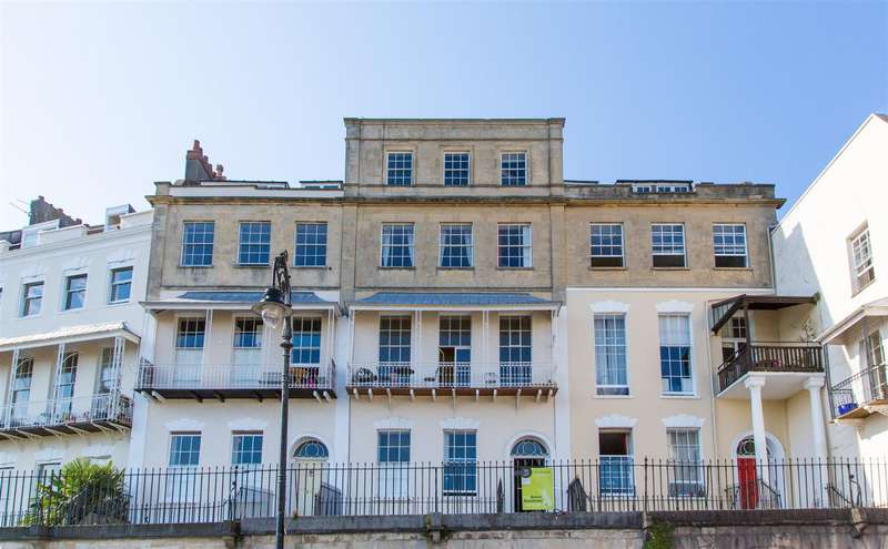 2 Bedrooms Flat for sale in Royal York Crescent, Clifton