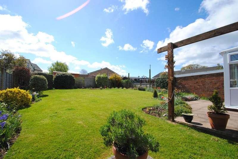 3 Bedrooms Bungalow for sale in Castle Park, Hemyock