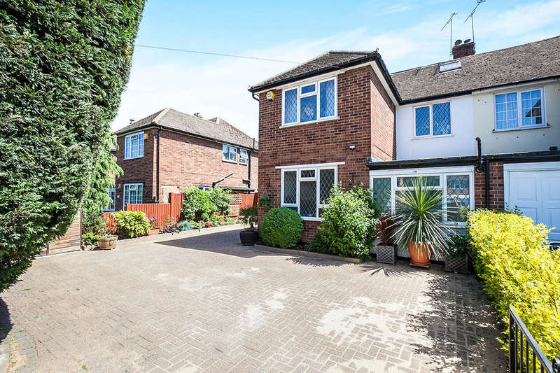 4 Bedrooms Semi Detached House for sale in Leatherhead Road, Chessington, KT9