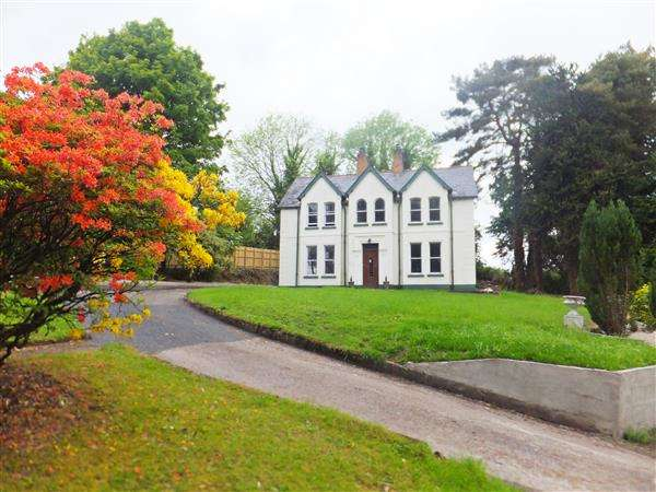 4 Bedrooms Detached House for sale in 60 Tempo Road