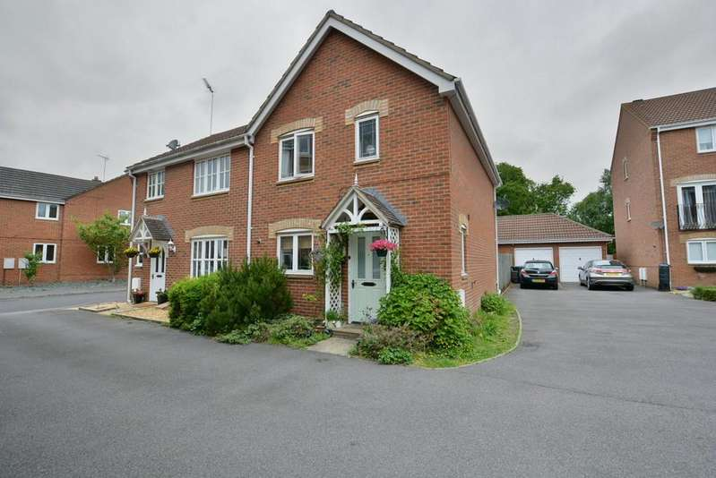 3 Bedrooms Semi Detached House for sale in Liederbach Drive, Verwood