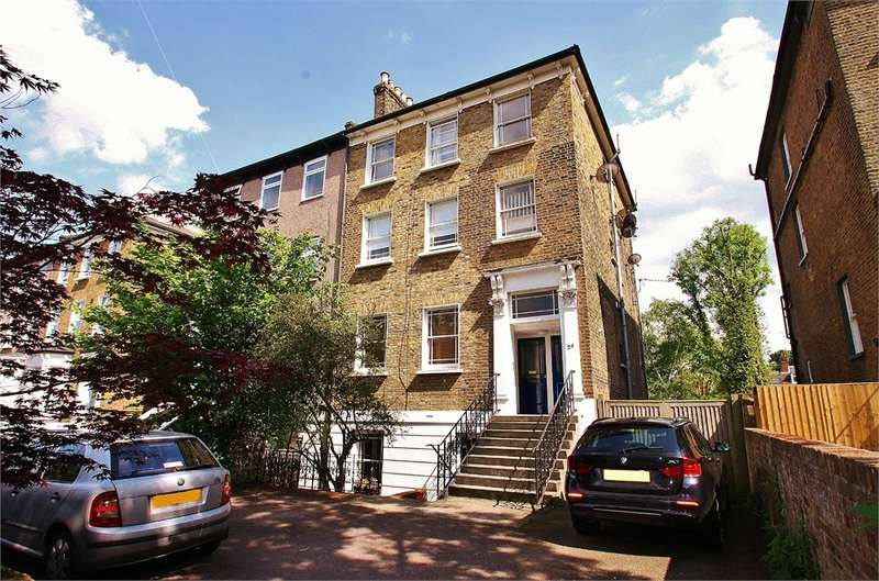2 Bedrooms Flat for sale in Grosvenor Road, WANSTEAD E11