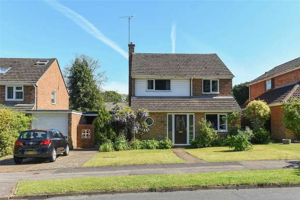 4 Bedrooms Detached House for sale in Oaklands Drive, Wokingham, Berkshire
