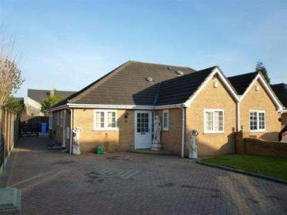 3 Bedrooms Bungalow for sale in Southminster Drive, Birmingham, West Midlands