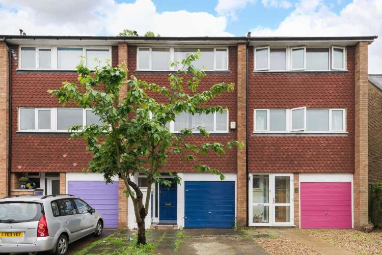 3 Bedrooms Terraced House for sale in Hamlea Close Lee SE12