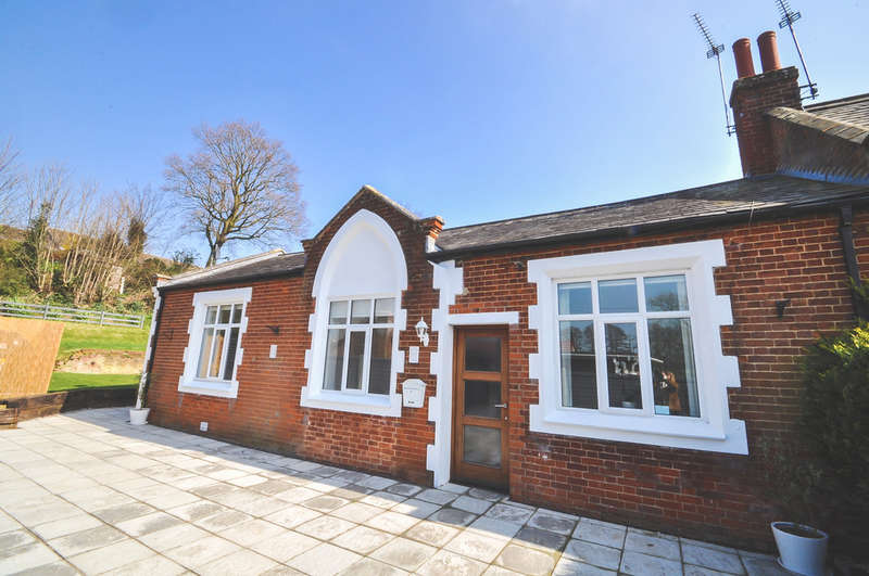 3 Bedrooms Semi Detached Bungalow for sale in School Lane, Halesworth